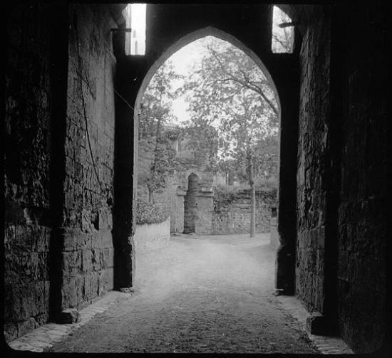 Porte de la cour du château vieux